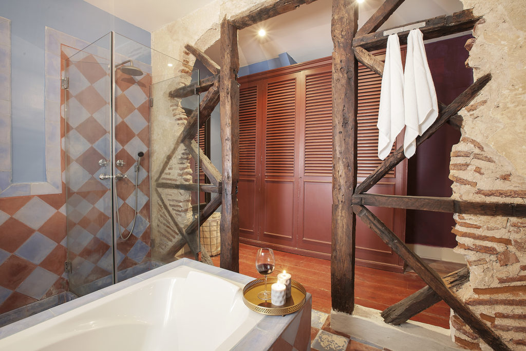 The rustic and design bathroom in our SAUDADE apartment in Lisbon by Sweet Inn