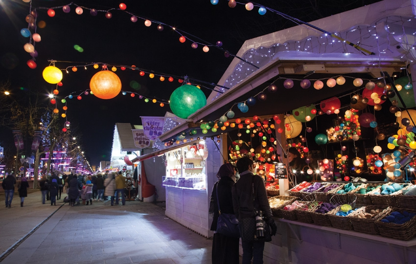 An evening at the heart of the famous Christmas Market on the Champs Elysées